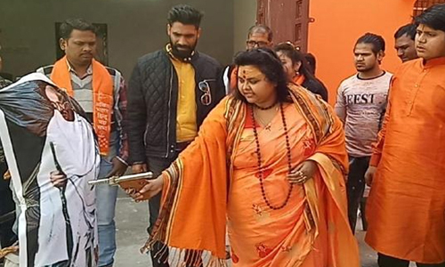 ഗാന്ധിക്കുനേരെ പ്രതീകാത്മകമായി വെടിവച്ച ഹിന്ദുമഹാസഭാ നേതാവ് പൂജാ പാണ്ഡെ പിടിയില്