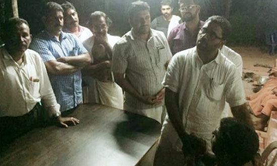 പെരിയ ഇരട്ടക്കൊല: സാന്ത്വനവുമായി എസ്ഡിപിഐ നേതാക്കളെത്തി