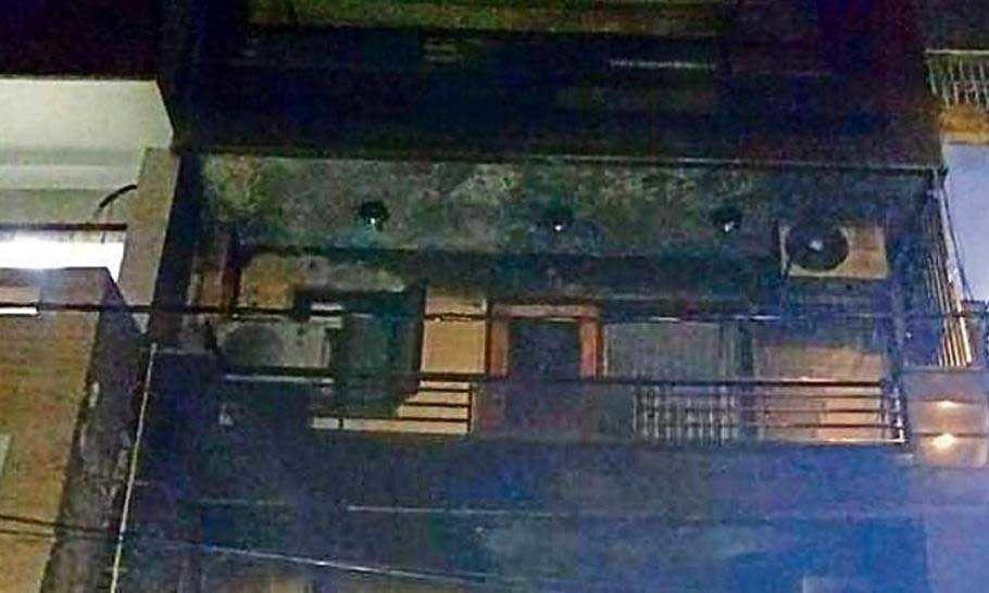 ഡല്ഹി ഷാലിമാര് മാര്ഗിലെ തീപിടിത്തത്തില് കൊല്ലപ്പെട്ടവരുടെ എണ്ണം മൂന്നായി