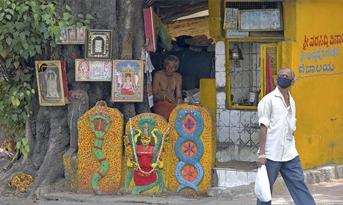 ലോക്ക് ഡൗണ്: നാല് സംസ്ഥാനങ്ങളില് നിന്നുള്ളവര്ക്ക് കര്ണാടക സര്ക്കാര് വിലക്കേര്പ്പെടുത്തി