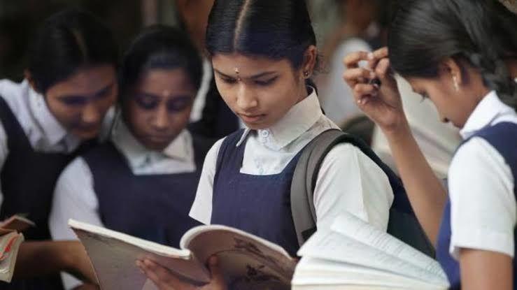പരീക്ഷാകേന്ദ്രം മാറ്റാന് അപേക്ഷ നല്കിയത് പതിനായിരത്തോളം വിദ്യാര്ഥികള്