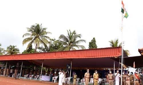 74ാം സ്വാതന്ത്ര്യദിനം; കൊവിഡ് പശ്ചാത്തലത്തില് മലപ്പുറം ജില്ലയില് ലളിതമായ ചടങ്ങുകളോടെ ആഘോഷം