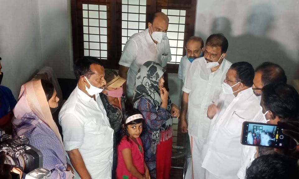 സിദ്ദീഖ് കാപ്പന്റെ വീട് യുഡിഎഫ് കണ്വീനര് എം എം ഹസന് സന്ദര്ശിച്ചു