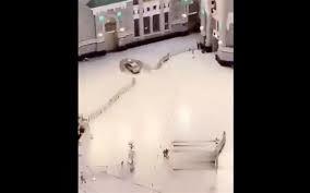 മക്കയിലെ ഹറം പള്ളിയിലേക്ക് കാര് ഇടിച്ചുകയറി; ഒരാള് അറസ്റ്റില്, ആളപായമില്ല(വീഡിയോ)