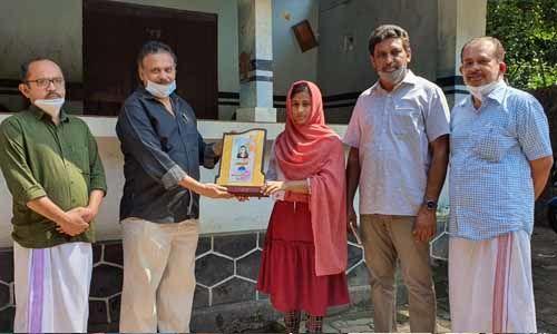 ഐഐടിയില് പ്രവേശനം നേടിയ ലാന്സി ലത്തീഫിന് അനുമോദനം